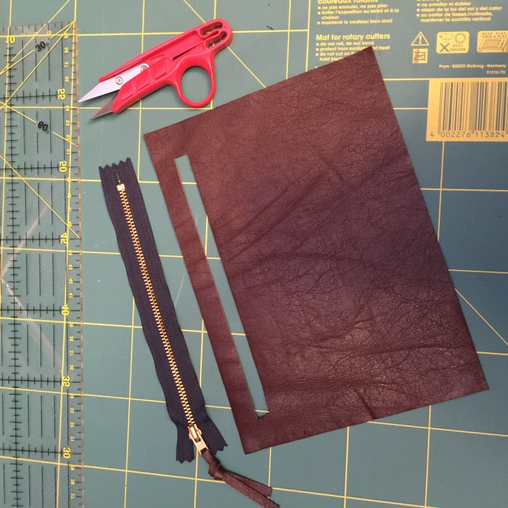 Sewing a canvas tote bag with a leather zip pocket  – zaudalcreates